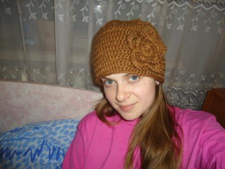 Вязание шапки с объемным цветком